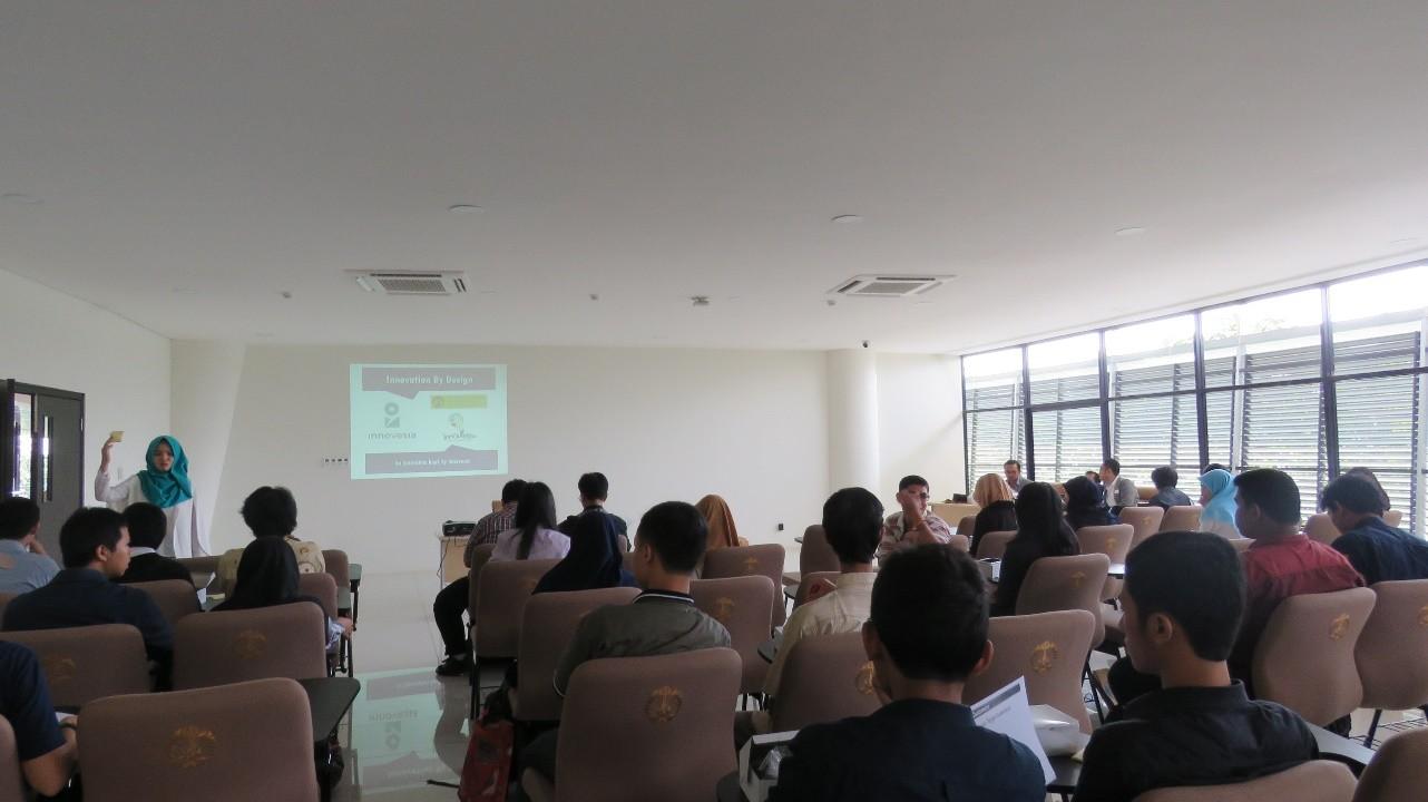 Suasana di dalam auditorium, saat pembagian ATK kepada peserta